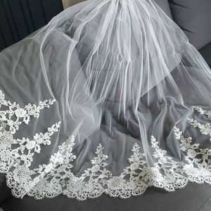 Fingertip length veil with lace detail